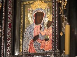 Perłowa suknia Matki Bożej