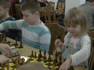 A my gramy w szachy
